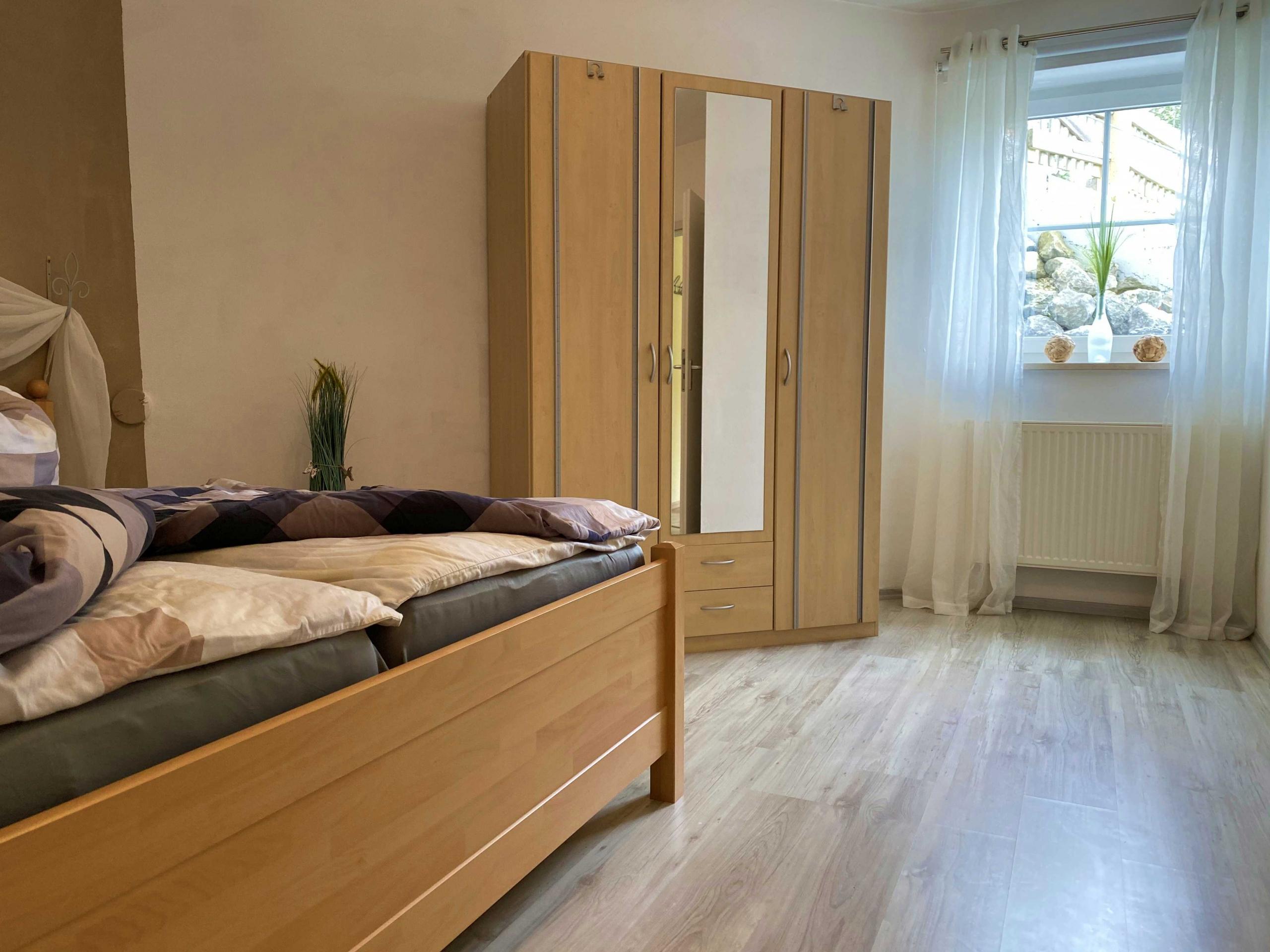 Ferienwohnung Trunkelsberg bei Memmingen Schlafzimmer Doppelbett
